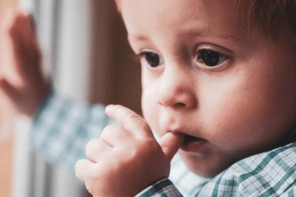 É possível evitar acidentes domésticos com crianças em casa. Foto: Pixabay